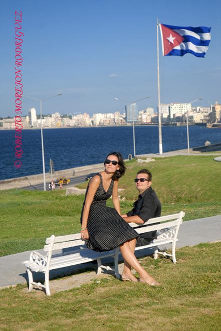 Pedro y Noelia, en los jardines del Hotel Nacional en La Habana, Cuba