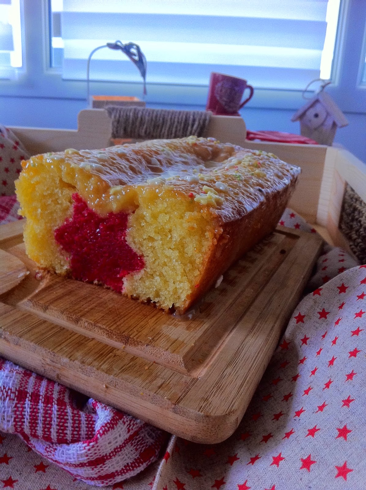 sucre, cake surprise, noël, fête, vanille, fraise, étoile, emporte pièce, glaçage
