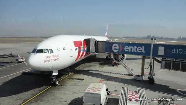 Boeing 777-300 da TAM no Aeroporto de Santiago