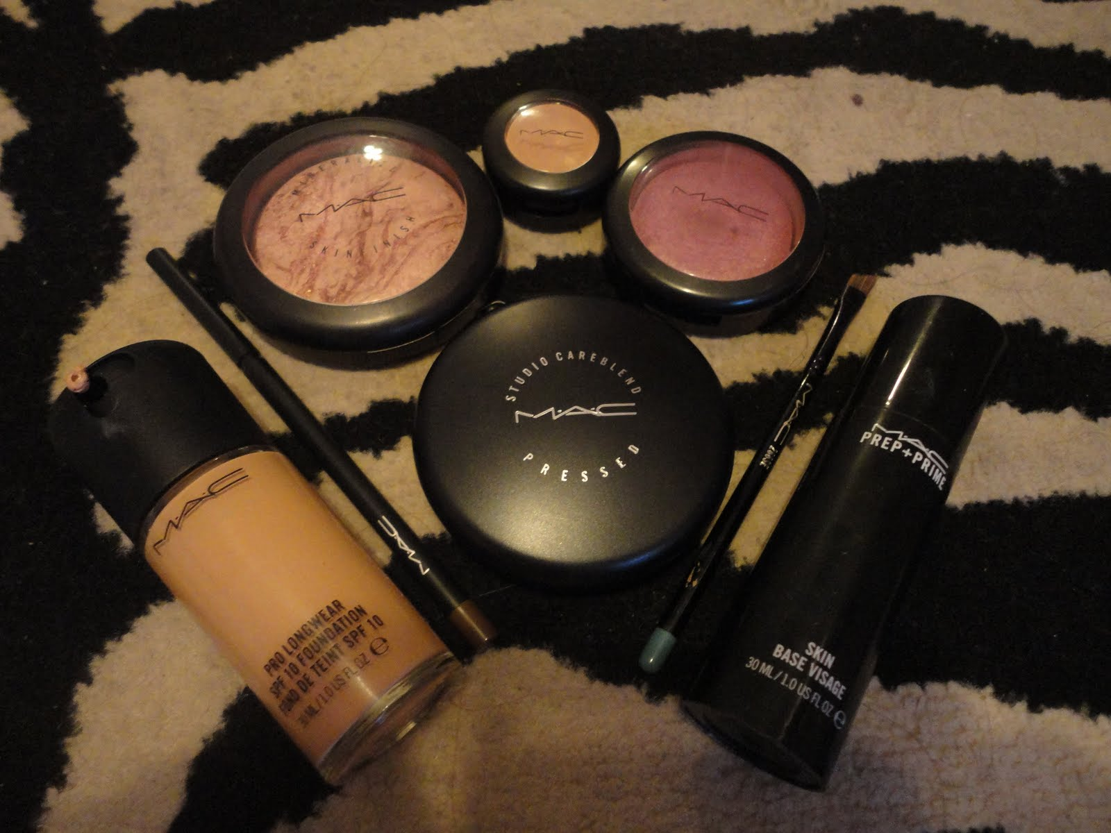 MakeUp Spill....: My Mac Starter Kit