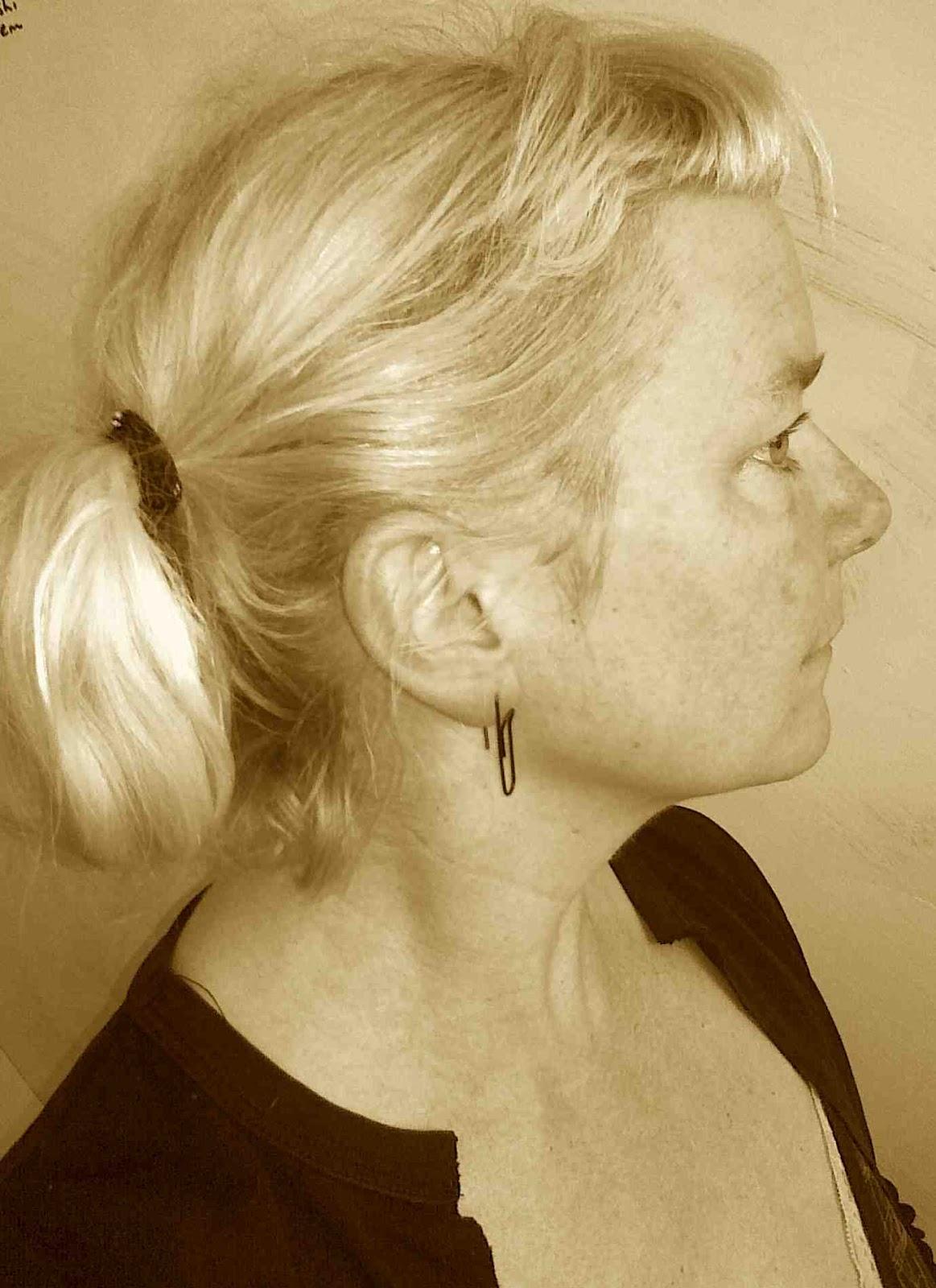 http://1.bp.blogspot.com/-HgQlEtblapw/UGh1DGwsfMI/AAAAAAAACSs/D5Bd3Boxilg/s1600/paper+clip+earring+sepia.jpg