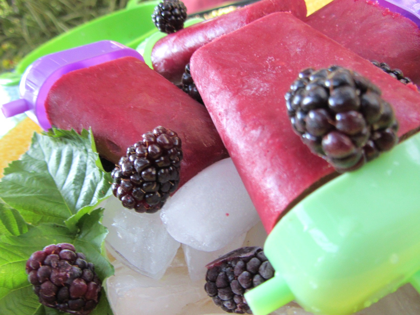 Let's eat......simple!: Blackberry Honey-Yogurt Pops...