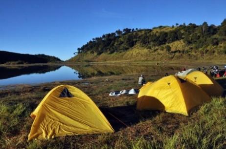 Camping di Telaga Dringo di perbatasan kabupaten Banjarnegara.