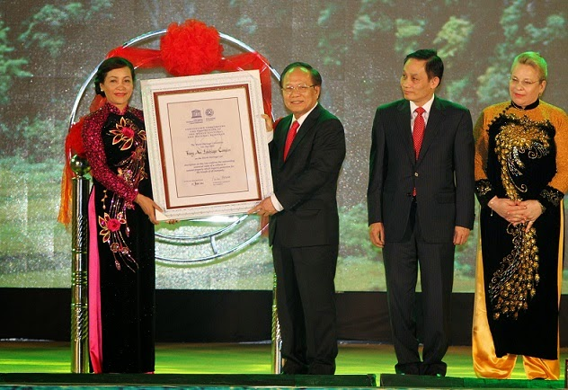 a ceremony to receive the UNESCO's certification honoring Trang An tourism complex as a world cultural and natural heritage site