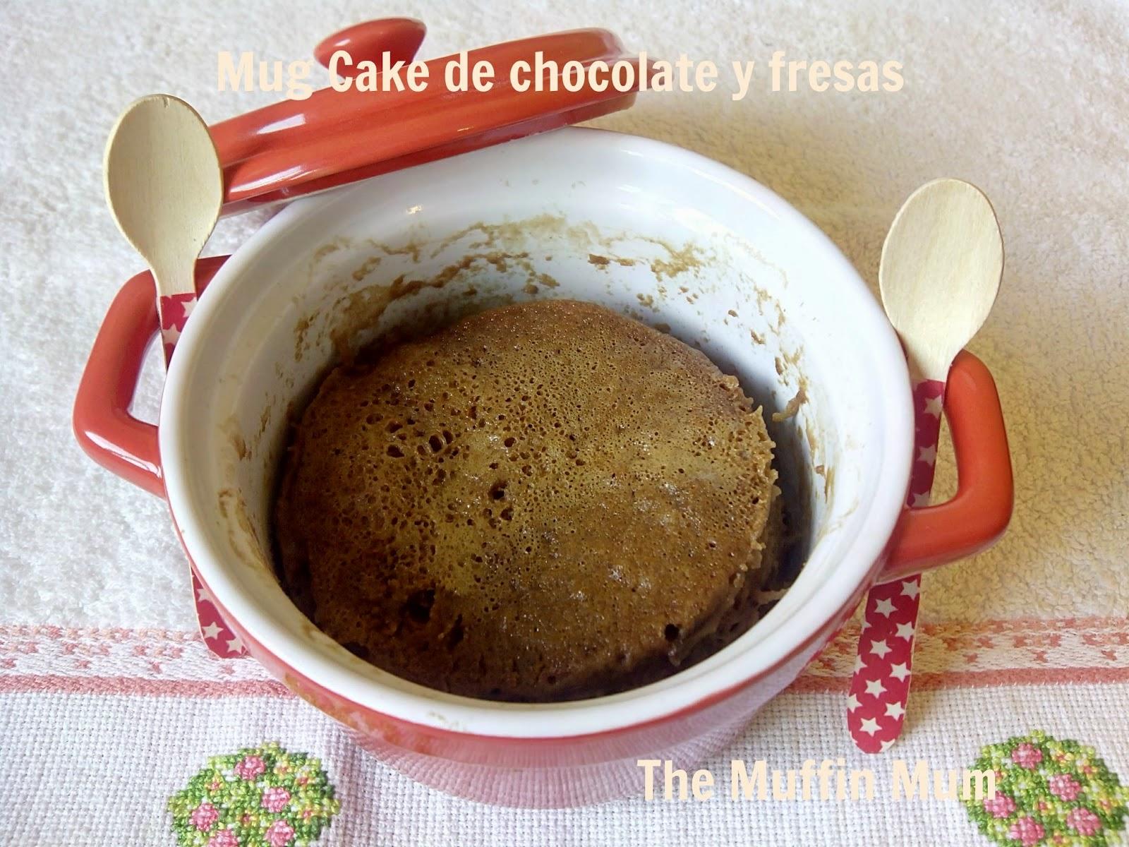 Mug cake de fresas y chocolate
