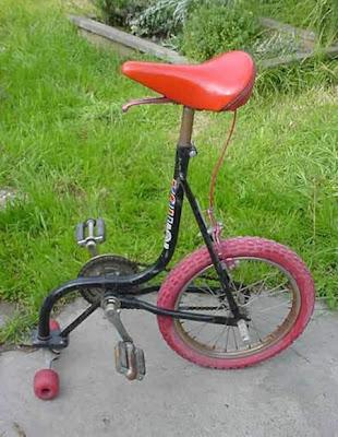 Tricyclette mono-directionnelle: un bricolage de fou-furieux pour accident garanti!