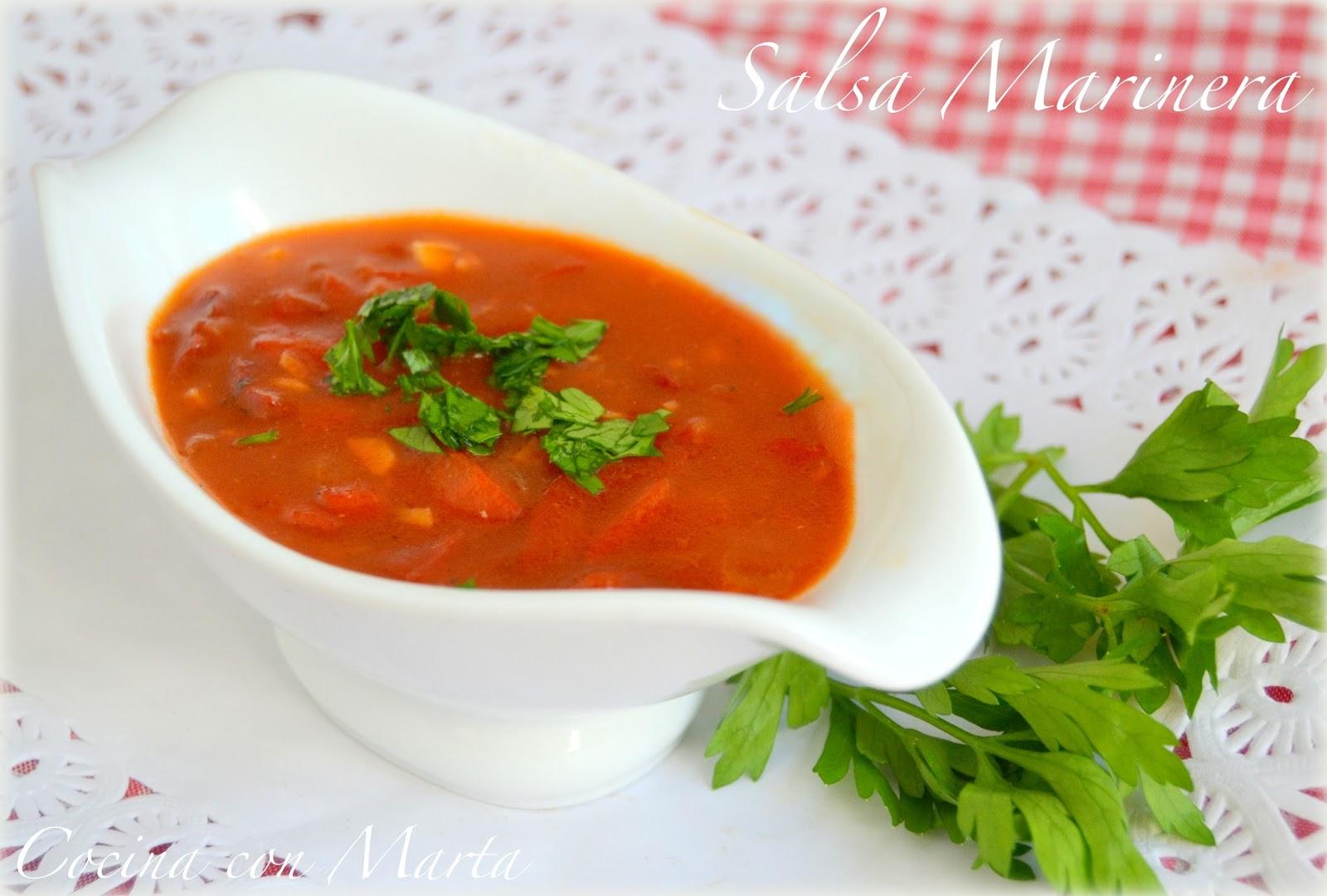 Receta casera de salsa marinera. Fácil, rápida, para pescados y pastas.