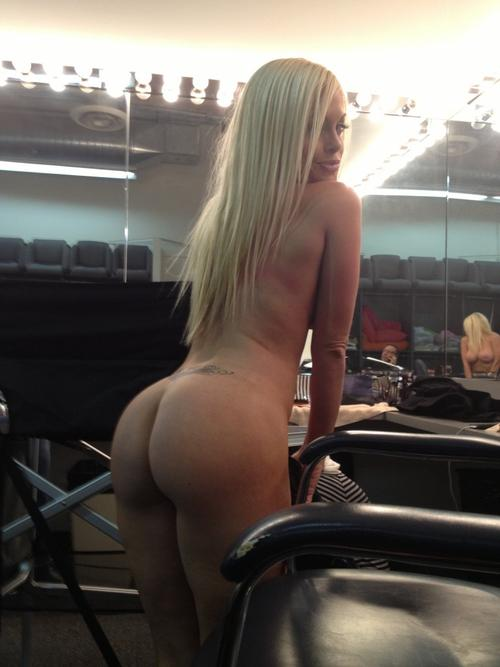 Hot stripper smokin