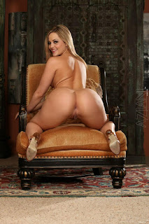 Naked brunnette - rs-10-765587.jpg