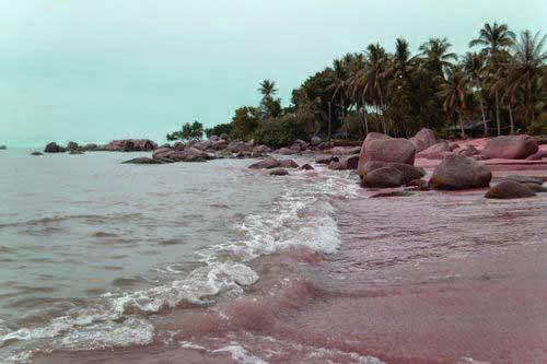Objek Wisata Pantai Pasir Panjang Singkawang