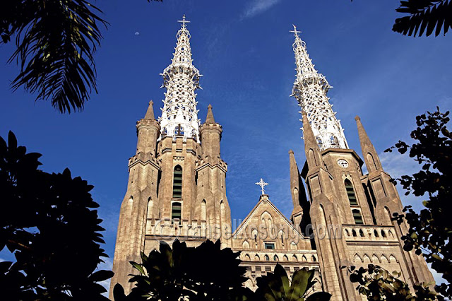 Katedral Jakarta, Gereja Katedral Jakarta, Jakarta Cathedral, Jakarta Catedral, Foto Gereja Katedral, Foto Katedral Jakarta, Bangunan Cagar Budaya, Bangunan Cagar Budaya di Jakarta, Cagar Budaya Katedral, Menara Gereja Katedral Jakarta, Leonardus Petrus de Ghisignies, Foto Jakarta, Gereja Katolik Jakarta, Pastor Antonius Dijkmans, Uskup Mgr. Edmundus Sybradus Lupyen, Menara Angelus Dei, De Kerk van Onze Liece Vrowe ten Hemelopnemin, Paus Paulus VI, Uskup Agung Jakarta, stock photo; culture stock photo; indonesia stock photo; indonesia photo; foto wisata; daerah wisata indonesia; tourism indonesia; amazing place indonesia; place to visit in indonesia; travel photographer; assignment for photographer; culture photo of indonesia