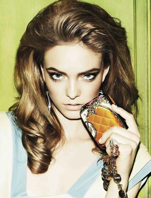 Nimue Smit have a beautiful face