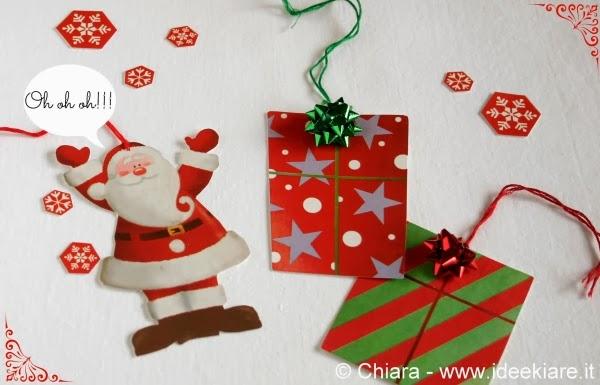 Biglietti natalizi a forma di Babbo Natale e pacchetti regalo fatti con shopper di carta