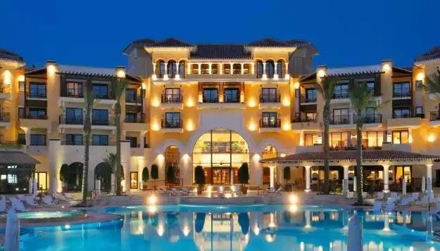 Όταν οι Ελληνοκύπριοι κάνουν διακοπές στα κλεμμένα ξενοδοχεία, τι μπορείς να περιμένεις για την Κύπρο;