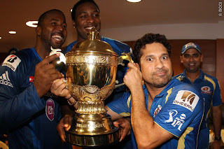 Dwayne-Smith-Kieron-Pollard-Sachin-Tendulkar-celebrates-MI-Win-IPL-2013