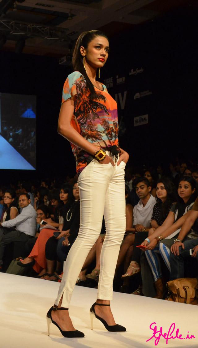 digital prints bisou bisou lakme fashion week