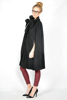 Vintage black wool cape with bow tie closure a the neck
