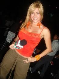 Kerly Ruiz con cabello rubio