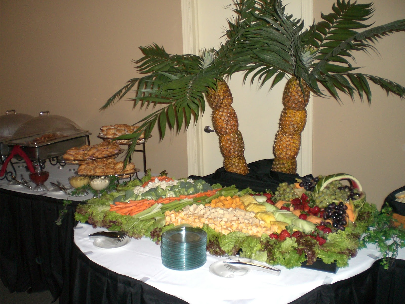 Fiestas con encanto centros realizados con verduras - Decoracion buffet ...