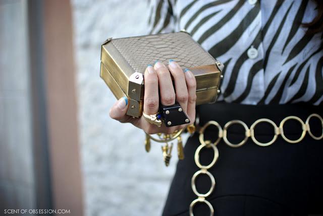 http://1.bp.blogspot.com/-HkMYJ2RVVcM/Tnu1LXsu1LI/AAAAAAAAAfM/fNcIGlu4yKc/s1600/1+fashion+week+488.JPG_effected.jpg
