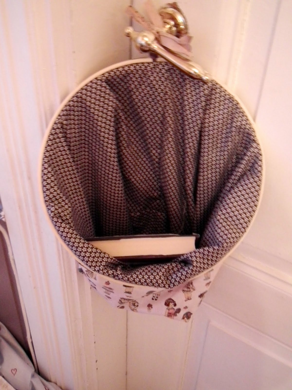 Bless by tone embroidery hoop basket tutorial