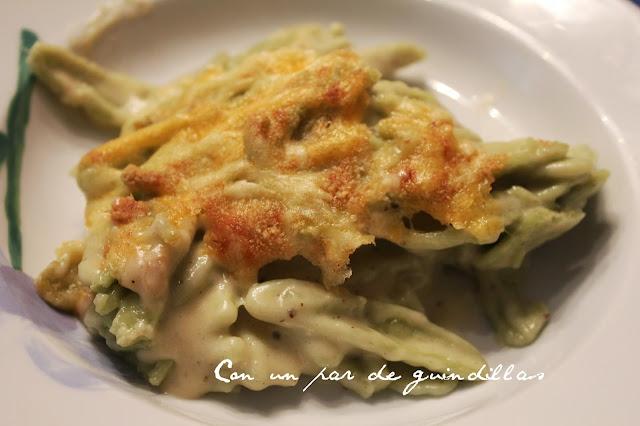 Pasta corta con salsa de queso