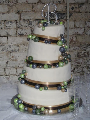 Pearl wedding cakes black and white