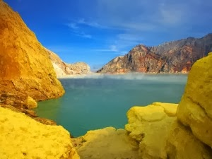 Kawah Ijen - Negri di Atas Awan - Paket Wisata Gunung Bromo dan Kawah Ijen