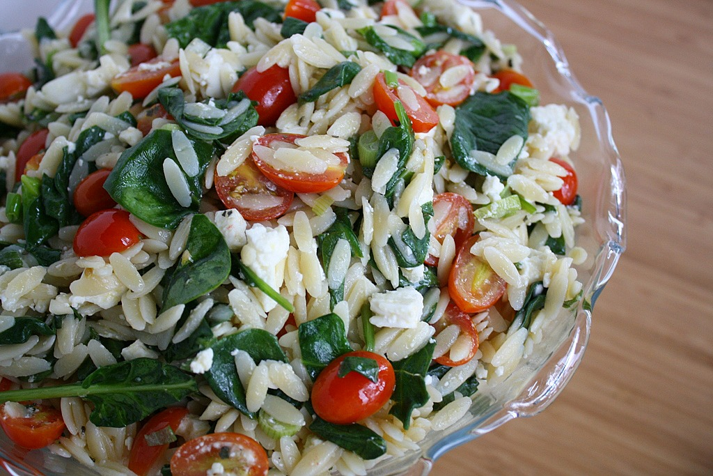 The Garden Grazer: Orzo Salad with Spinach, Tomato, Feta