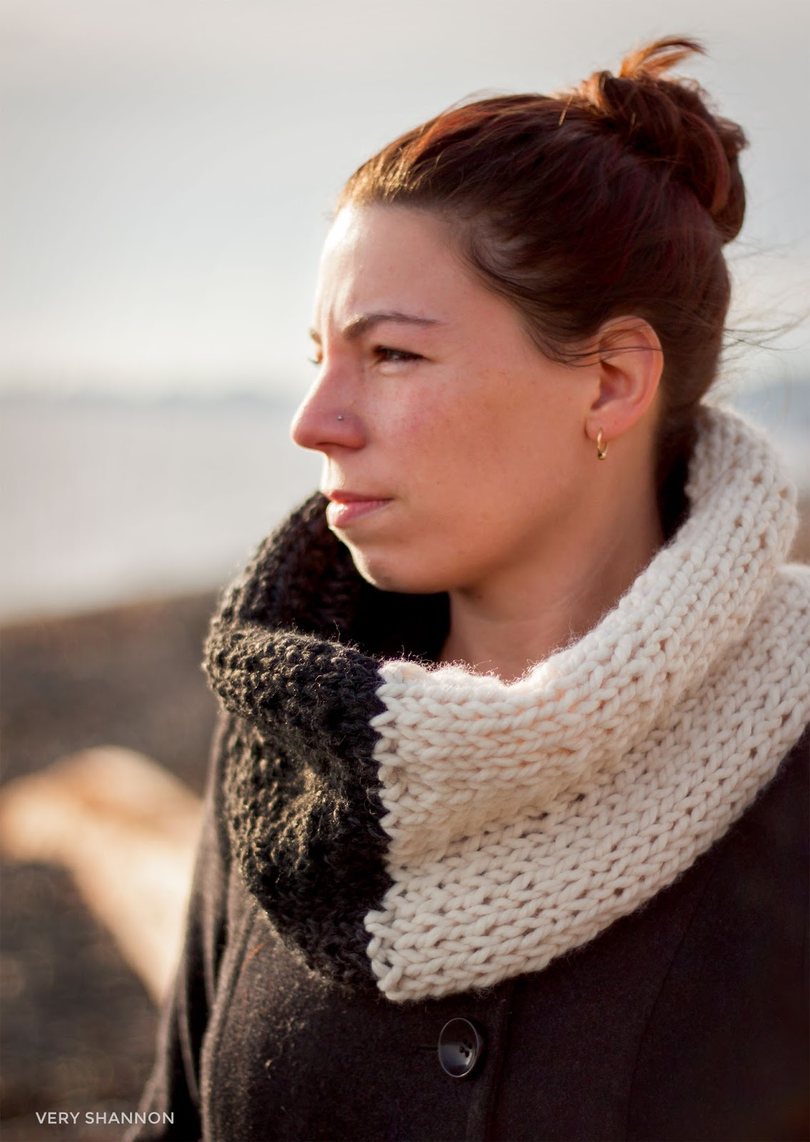 FARBE Cowl - FREE knittng pattern by Shannon Cook || VeryShannon.com #knitting #pattern #free