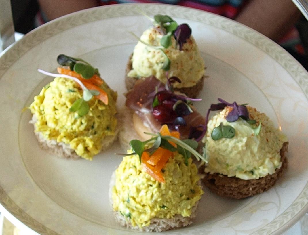 http://1.bp.blogspot.com/-HlHE4vk5Ezg/UEF9ceqmEOI/AAAAAAAABCY/ZAWS1xh4N94/s1600/Tea+Sandwiches+1.JPG