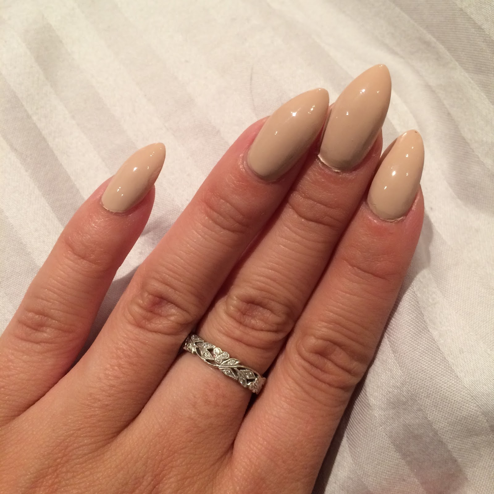 Life Without A Fun Sponge (LWFS): Getting Stiletto Nails