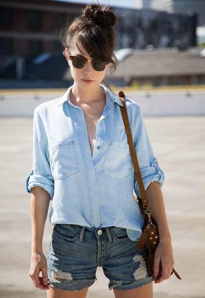camisa jeans feminina + shorts jeans + bolsa feminina tiracolo + acessórios femininos moda feminina