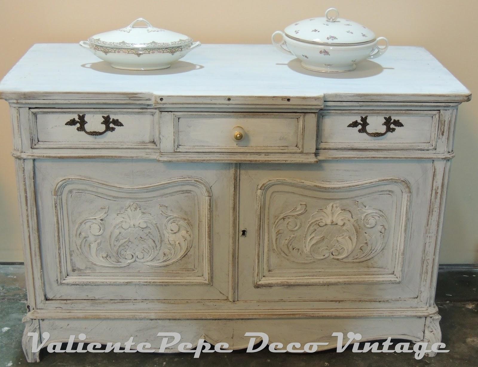 Antiguo mueble provenzal con talla patinado en blanco - Mueble provenzal blanco ...