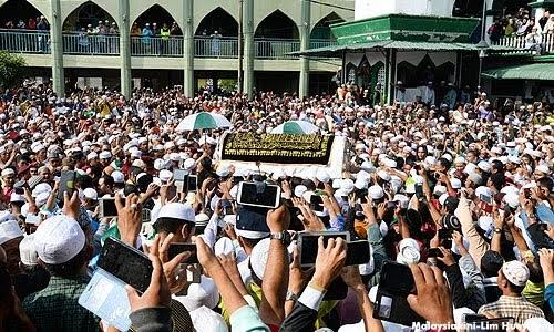 E-Buku IH-100: Nik Aziz, Pemimpin Dunia Dari P/Melaka..