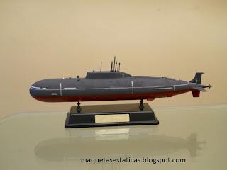 maqueta del Submarino ruso Akula II K-335 giepard de bronco a escala 1:350