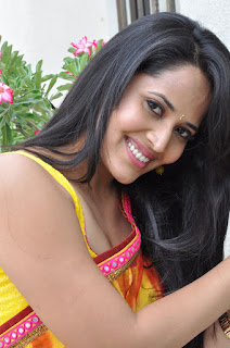 Anasuya sizzles Colorful Saree Deep neck Open Choli Blouse at Srimanthudu Zee tv interview