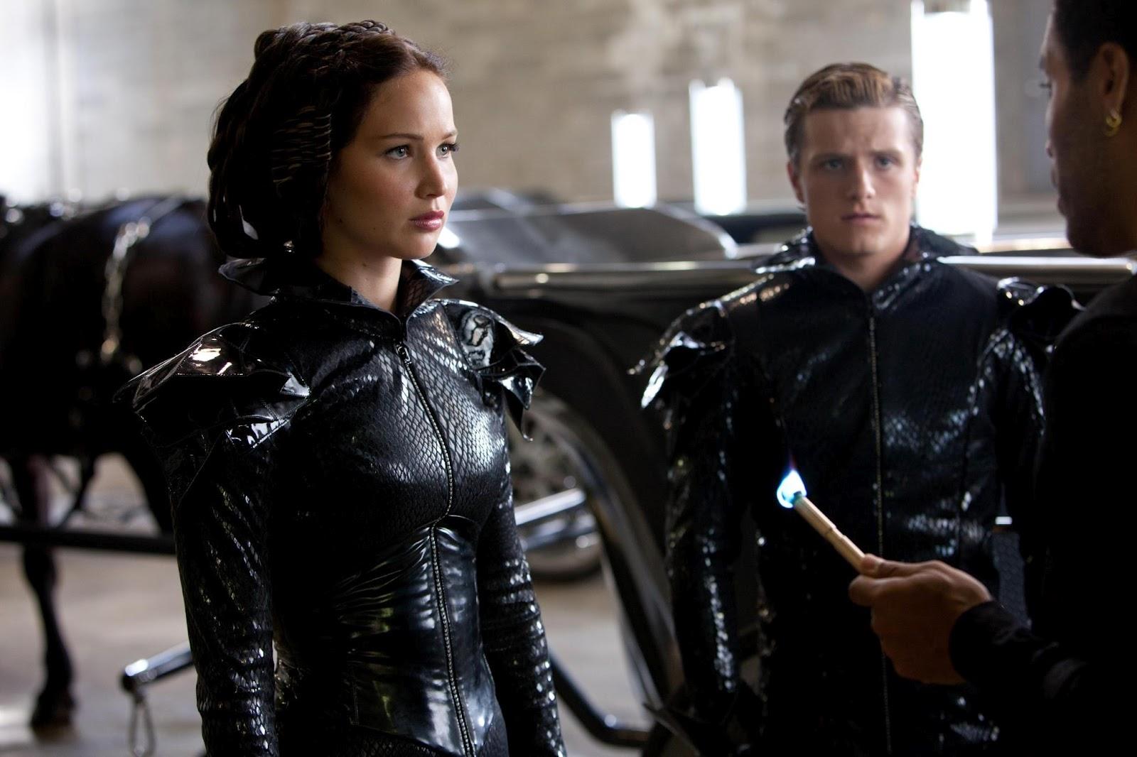 http://1.bp.blogspot.com/-HmizMioQrKI/T3fpY6GptwI/AAAAAAAAJA4/2-DHm6np8OM/s1600/Katniss-Peeta-CinnaHR.jpg