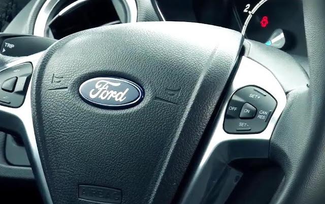 Novo Fiesta hatch 2014 - volante multifuncional