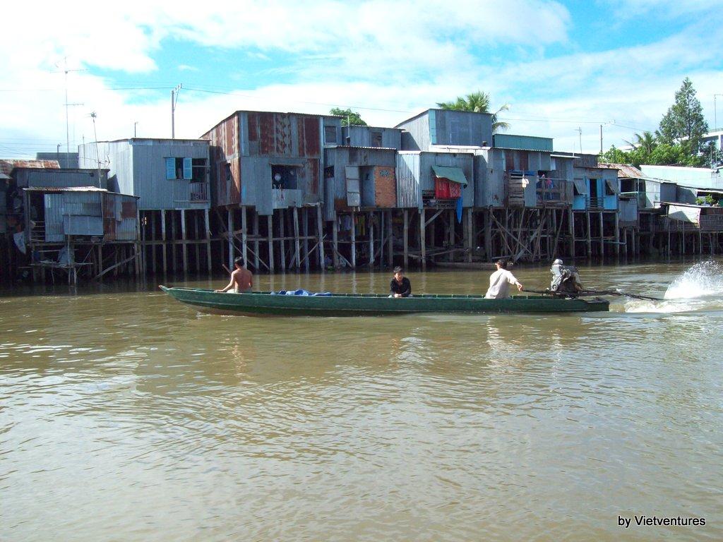 Tham quan kênh Vĩnh Tế mùa nước nổi