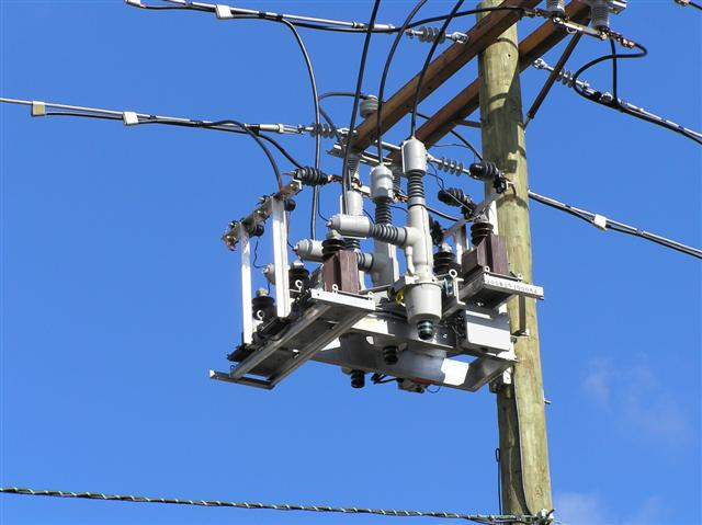 Electrical Transmission Tower Types And Design together with Youve Got Power Get Simple Guide Electrical System further Subesta C3 A7 C3 B5es El C3 A9ctricas Electrical Substations in addition Induction Motor moreover Viper St Solid Dielectric Triple Option. on parts of an electrical pole transformer