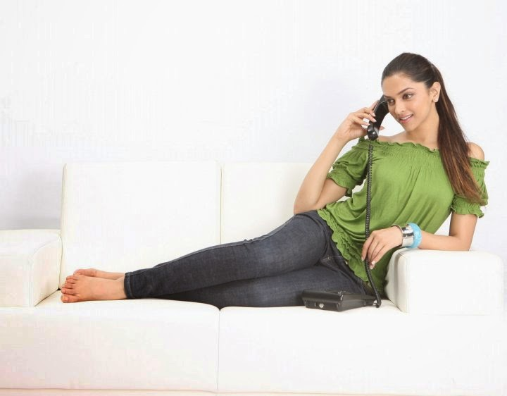 Deepika Padukone Hottest scenes on sofa unseen sexy waist 28icnh size