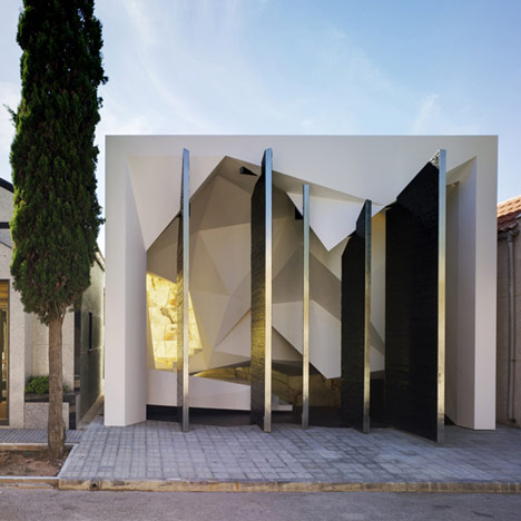 Architecture and design pante n nube mausoleum murcia spain Mausoleum design