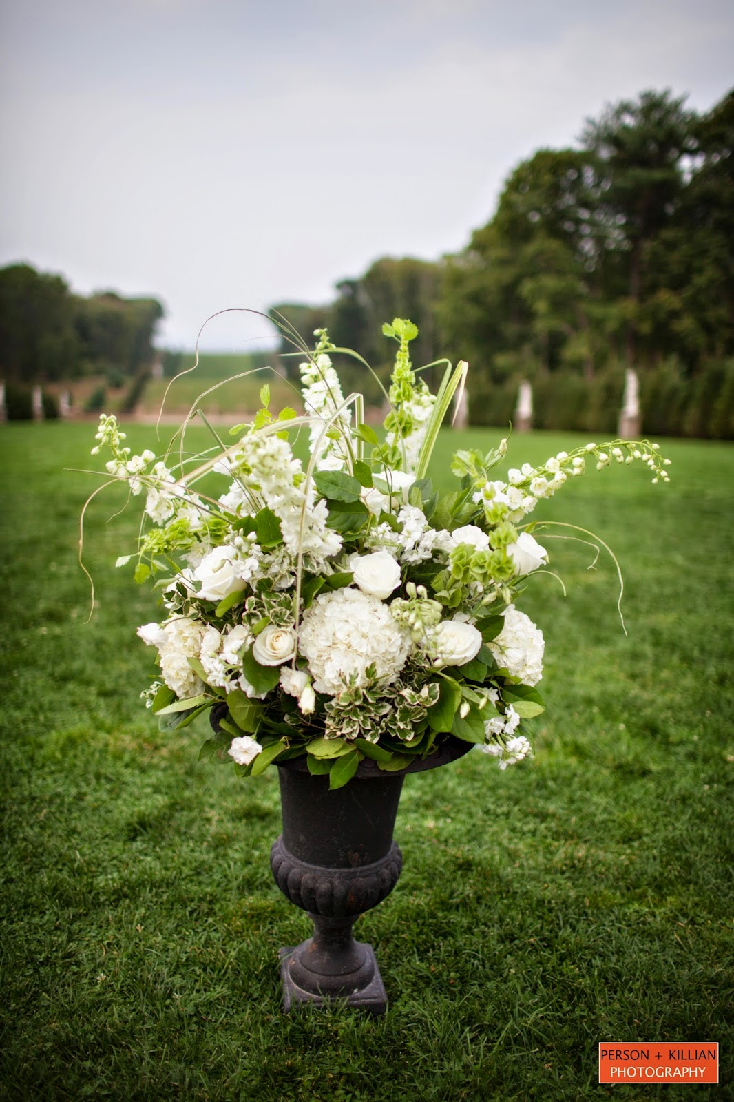 les fleurs : crane estate grand allele : person + killian photography : outdoor ceremony : black garden urn arrangements  : white and green flowers