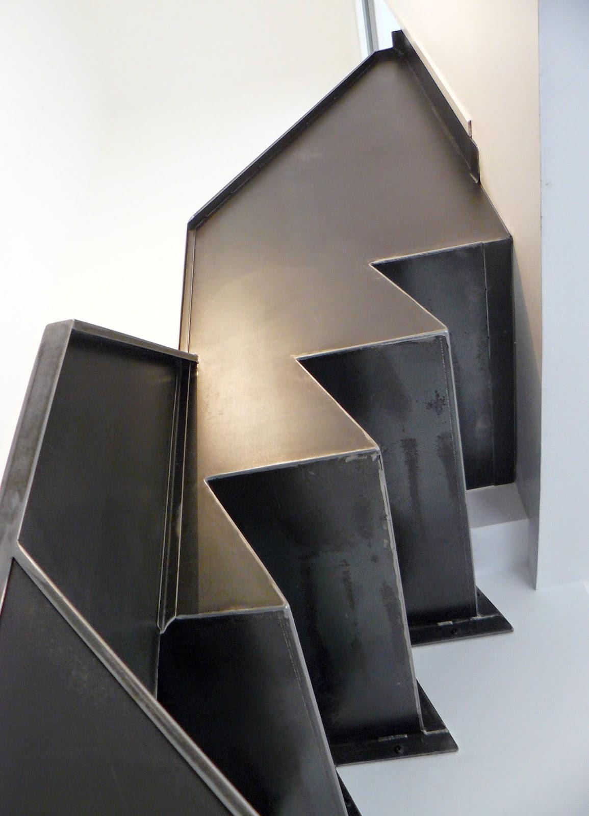 ferronnerie m tallerie serrurerie 79 deux s vres l 39 art du fer play escalier m tallique en t le. Black Bedroom Furniture Sets. Home Design Ideas