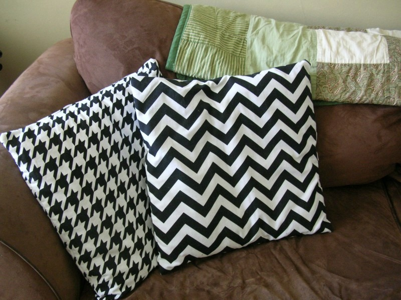 Throw Pillows Uncovered : ORDINARY MOMMY DESIGN: A Little Bit of Sewing for the House.