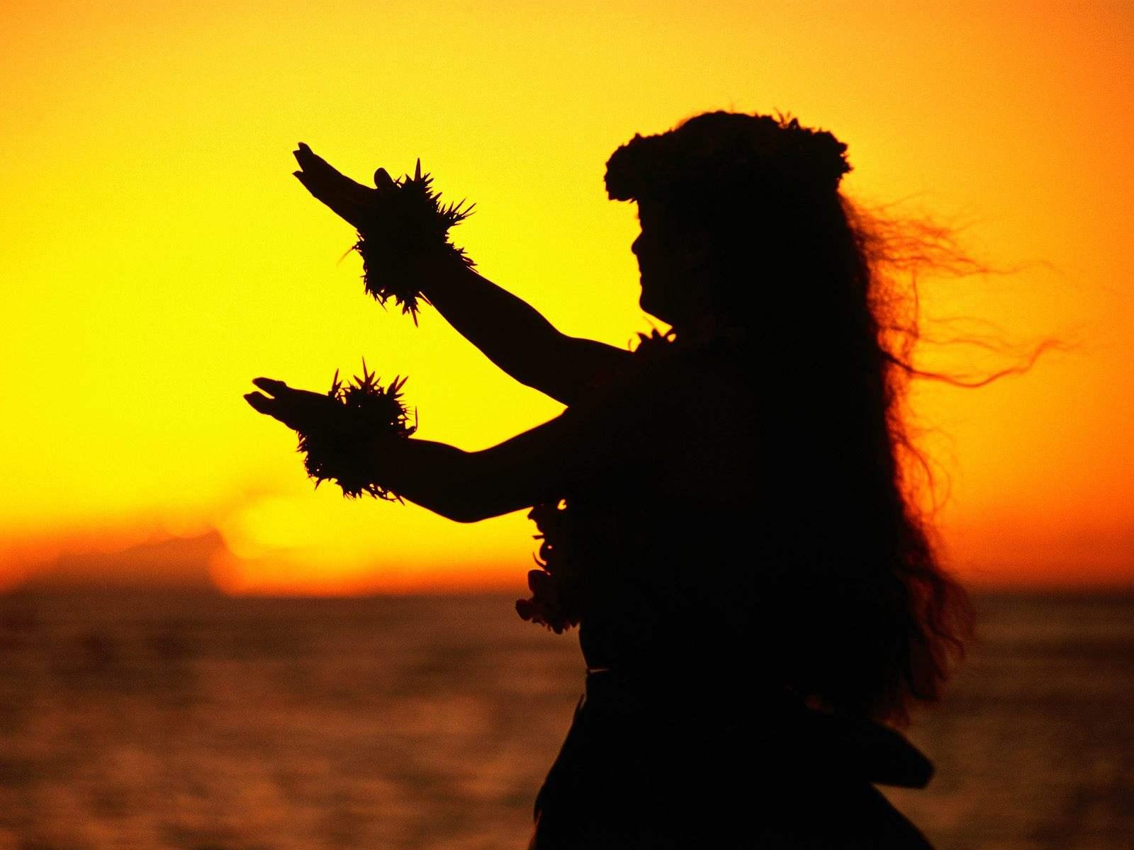 http://1.bp.blogspot.com/-HnAXHMkfrlk/UE_acNHo0pI/AAAAAAAAACo/Zpn6nDLirrA/s1600/Hula_Dancer_at_Sunset_Oahu_Hawaii.jpg