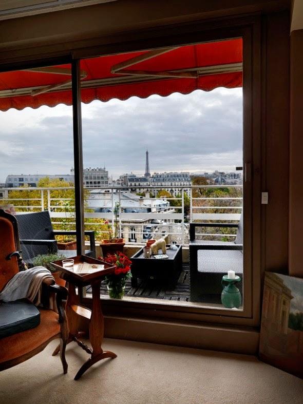 Jasper White fotografia torre eiffel vista de janelas em Paris