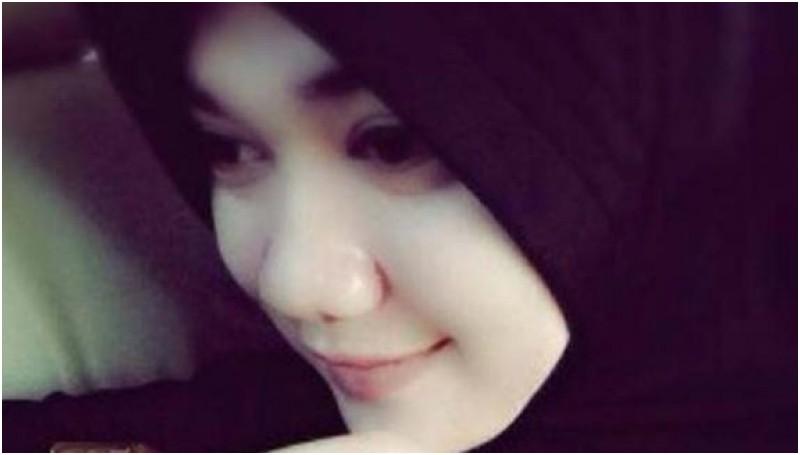 kelakuan muslimah cantik dan manis ini tidak patut untuk ditiru oleh