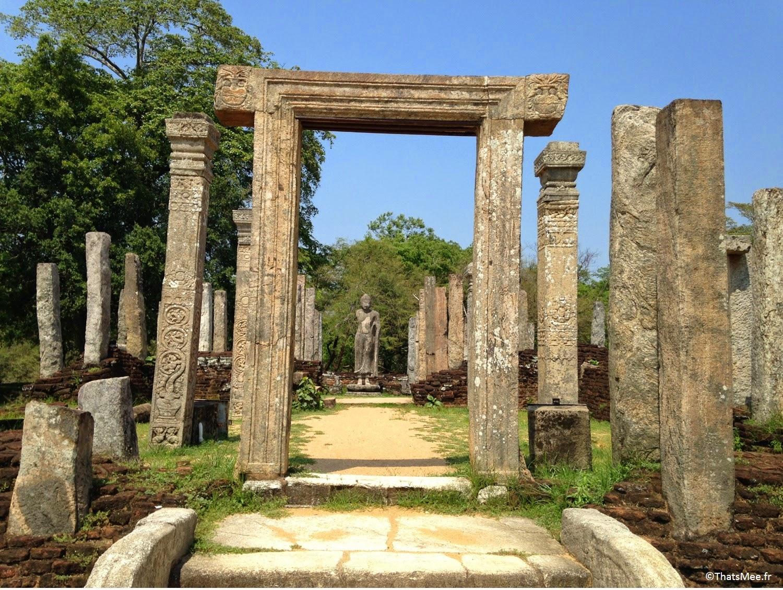 Polonnawura ruines temple triangle culturel Sri-Lanka